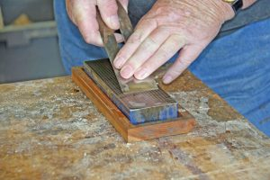 how-to-use-a-diamond-sharpening-stone